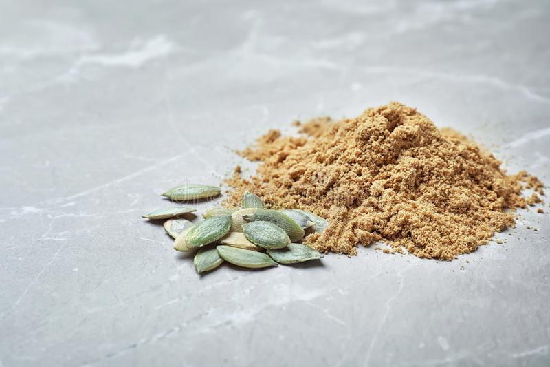 堆南瓜面粉和种子 库存照片