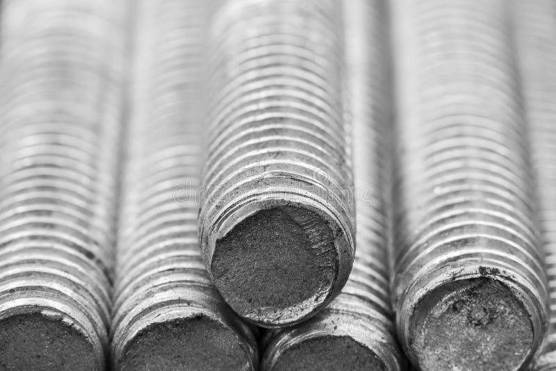 堆圆的铁棍-电烙金属铁路线materia 免版税库存图片