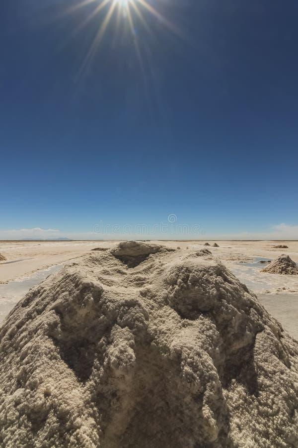 堆在乌尤尼盐沼,玻利维亚的盐 图库摄影
