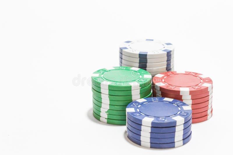 堆在白色背景的纸牌筹码 免版税库存照片