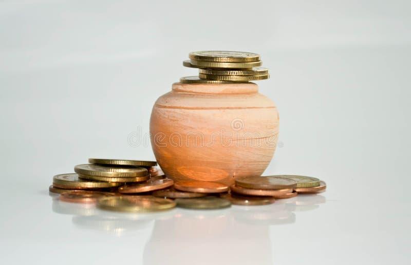 堆在白色黑地面的硬币 免版税库存图片