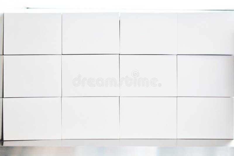 堆在3x4安排的白皮书箱子 容易安置您的产品商标 免版税图库摄影