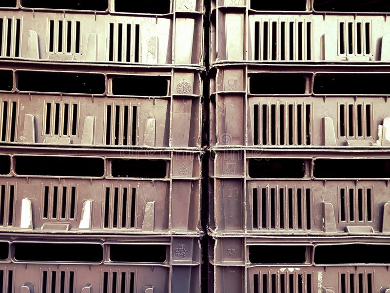 堆塑料储藏盒 免版税库存图片