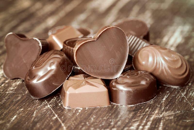 堆巧克力果仁糖 免版税库存照片