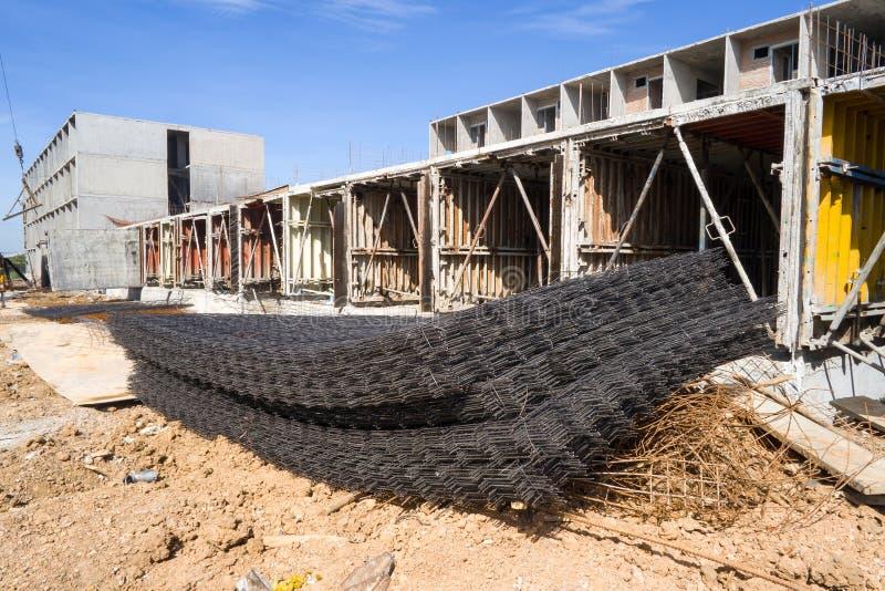 堆建筑背景的钢增强酒吧 免版税库存照片