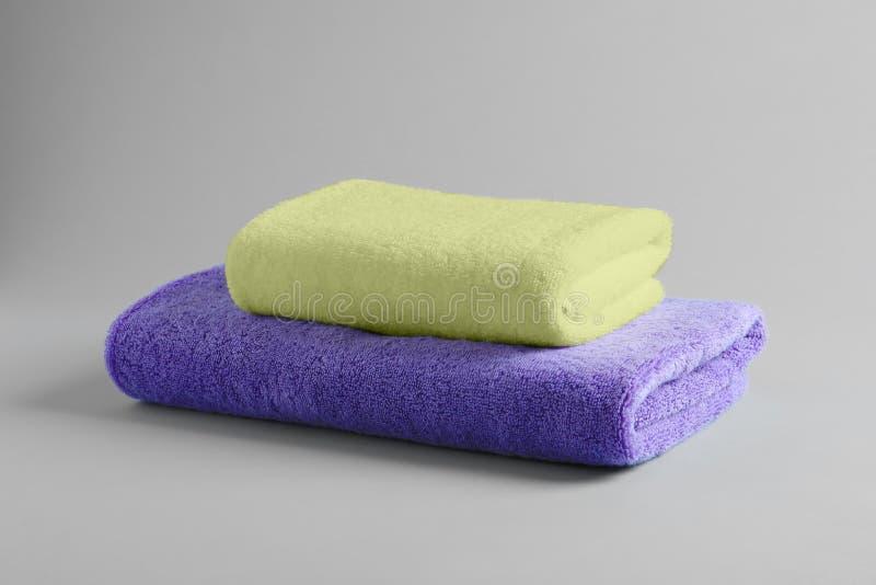 堆新鲜的蓬松毛巾 图库摄影