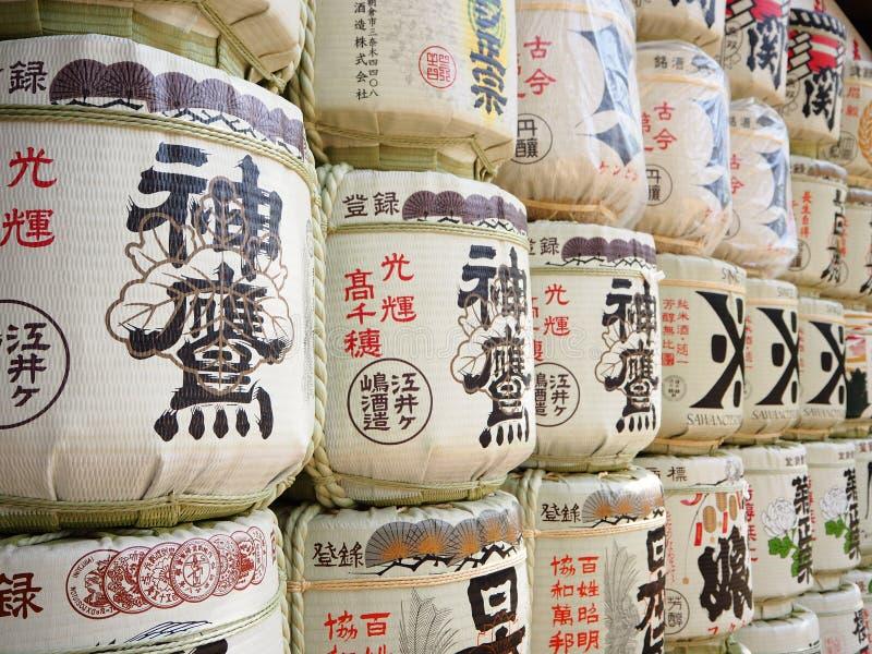 堆日本酒精(缘故)在Minatogawa寺庙,神户,日本 免版税库存照片