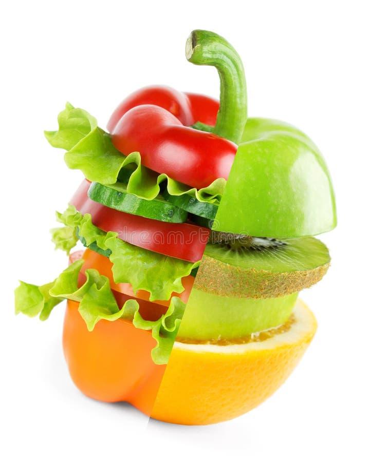堆混杂的水果和蔬菜切片 免版税图库摄影
