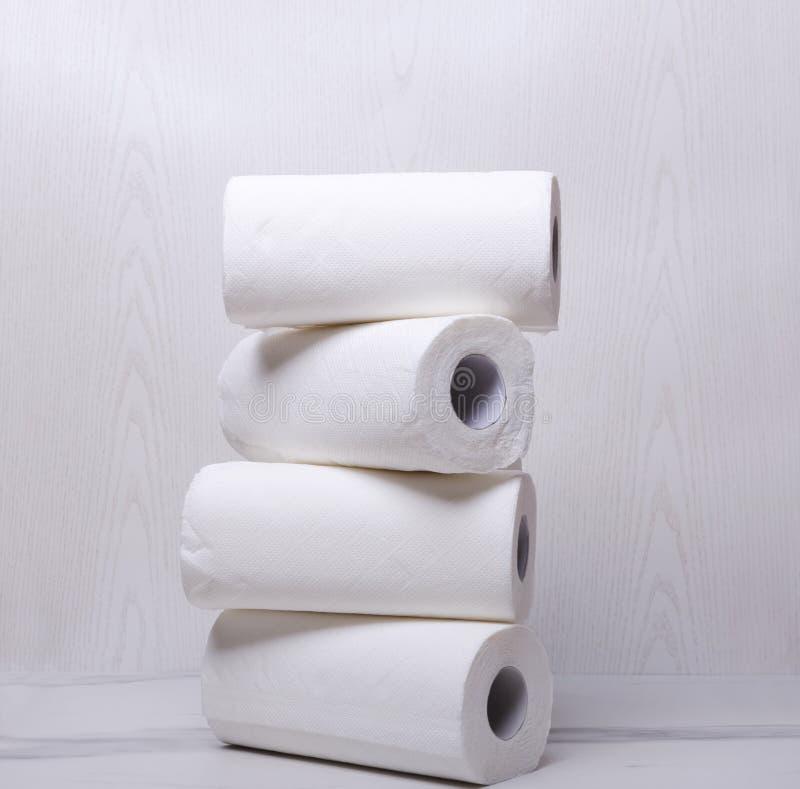 堆白皮书毛巾 取消的尘土干净和软的纸 库存图片