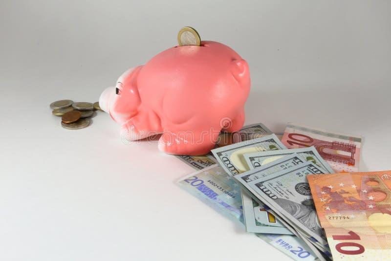 堆的存钱罐欧分铸造被隔绝的白色 企业财务汇集 免版税库存照片