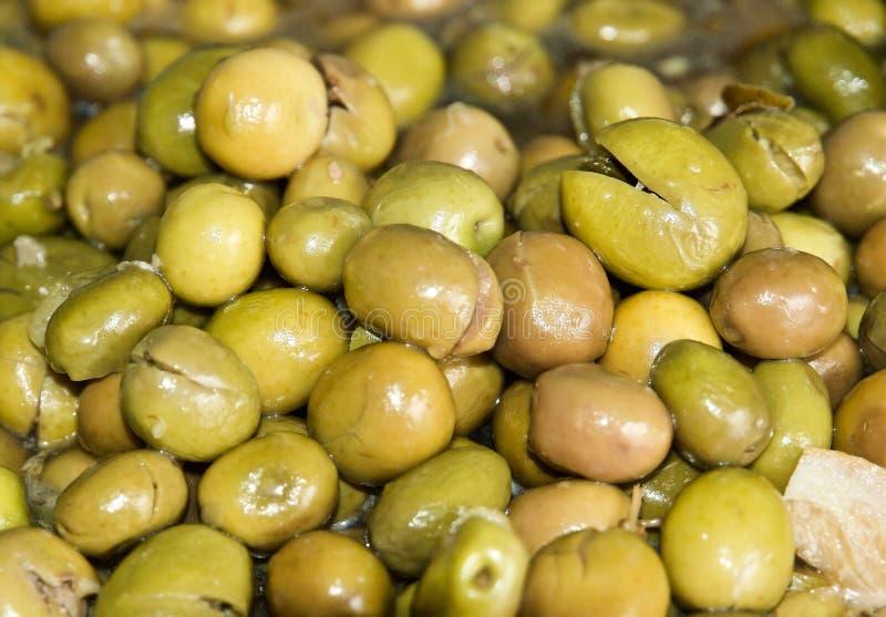 堆的宏指令新鲜的绿色烂醉如泥的橄榄 免版税库存图片