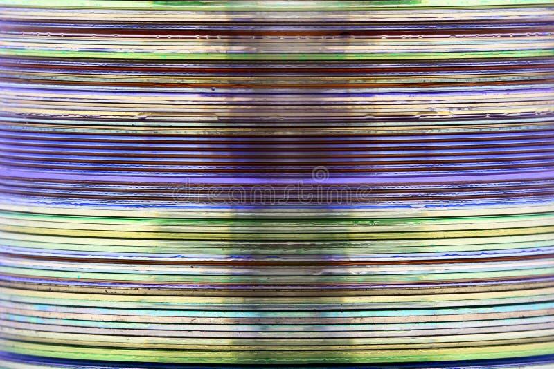 堆的抽象图象从一个斜向一边的看法和CD的媒介采取的DVD 免版税库存照片