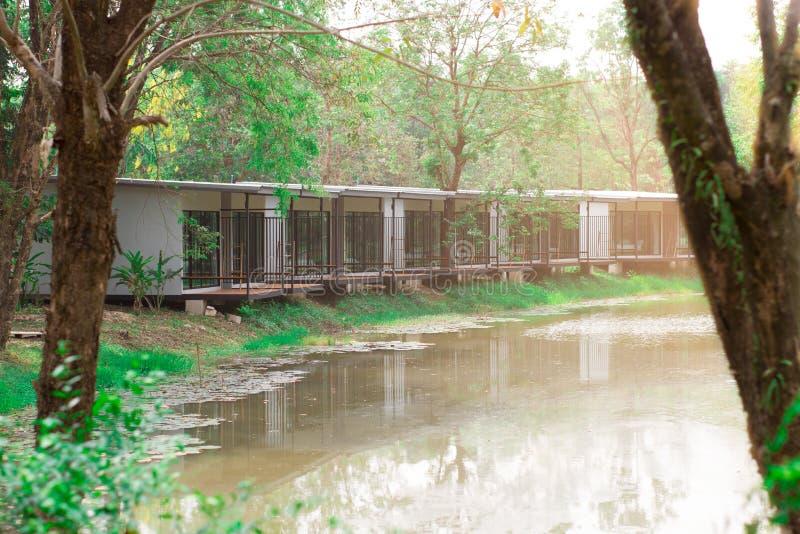 堆的议院在休闲的水 库存照片