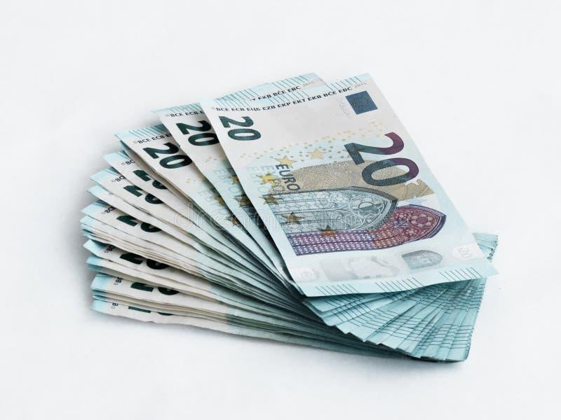 堆相当20在白色背景隔绝的欧元价值的钞票 免版税库存图片