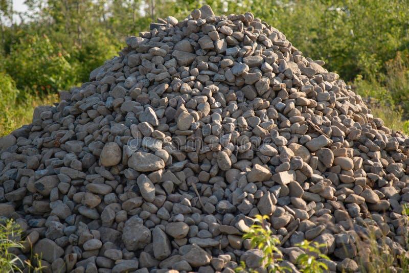 堆石渣在修造的夏天 库存照片