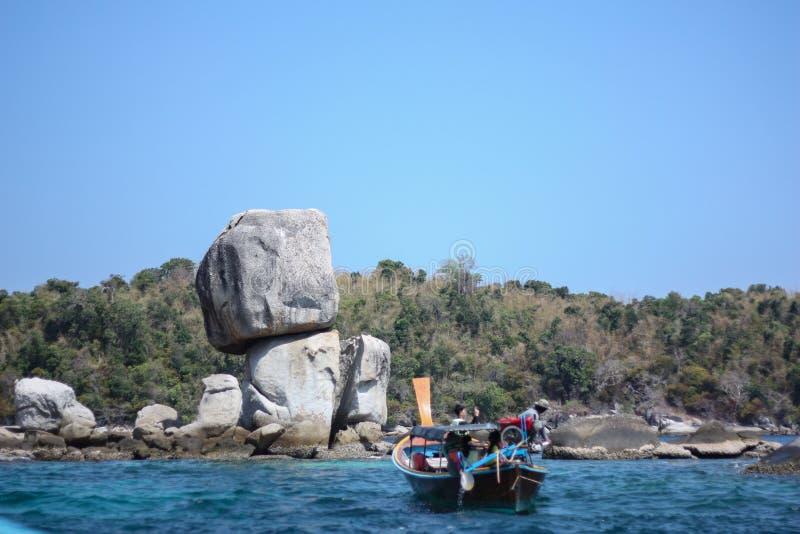 堆积在酸值Hin Sorn海岛的参观的石头,在Satun,泰国 免版税库存图片