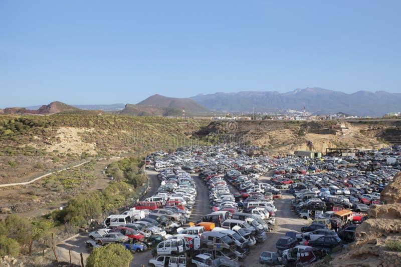 堆积被回收的汽车,用于零件的老被碰撞的车,特内里费岛,加那利群岛,西班牙 图库摄影