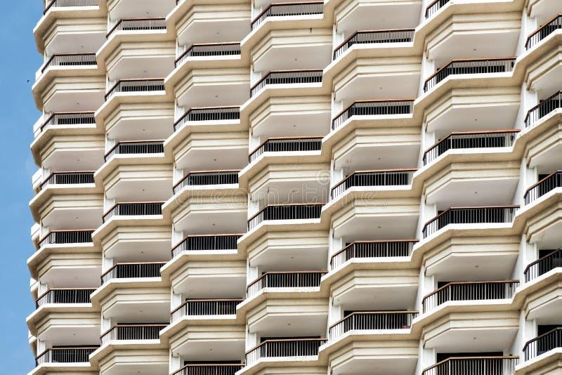 堆积许多难倒和大阳台旅馆大厦的列阵 库存照片