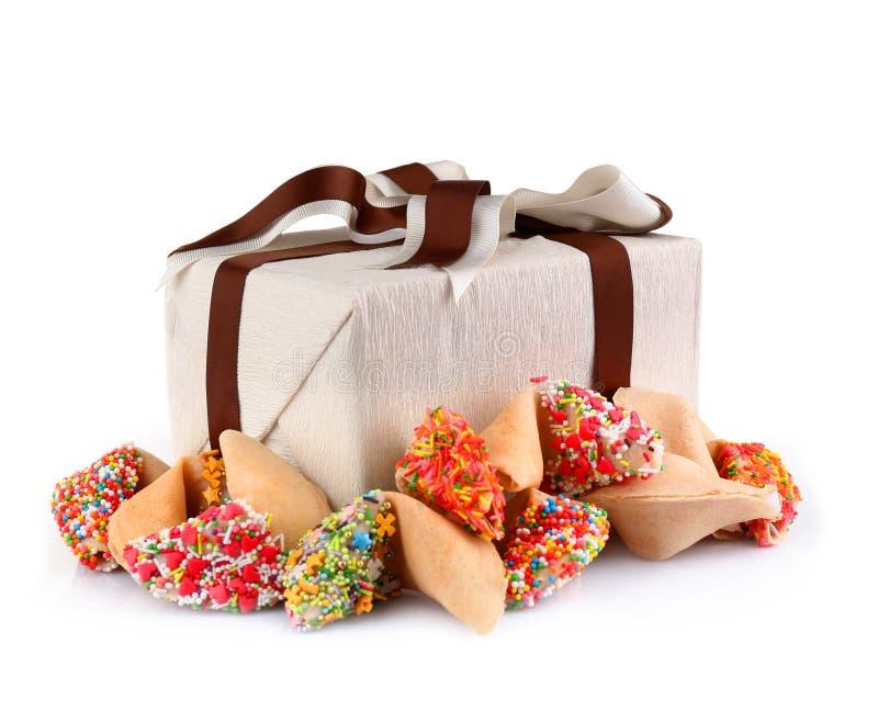 堆签饼与洒和当前箱子 免版税图库摄影