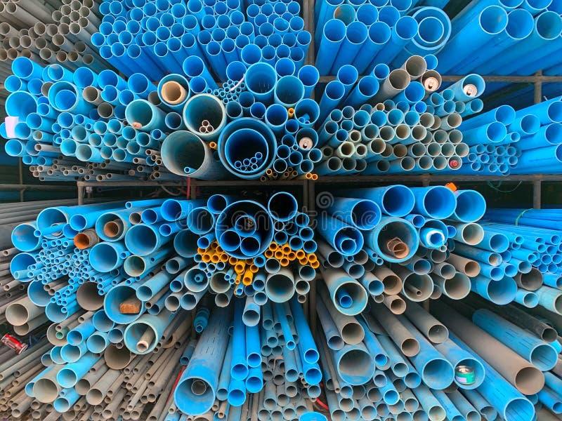 堆管子在建筑商店 免版税库存图片