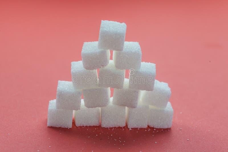Download 堆糖求堆积在红色背景的立方 库存图片. 图片 包括有 解决, 健康, 饮食, 藤茎, 颗粒化, 处理, 烹调 - 62533703