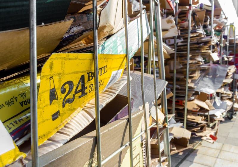 堆纸和纸板回收的 库存照片