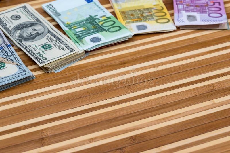 堆美元和欧元 库存图片