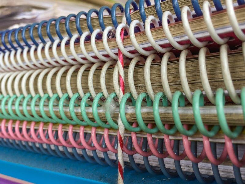 堆肮脏的使用的螺旋装订的笔记本 库存图片