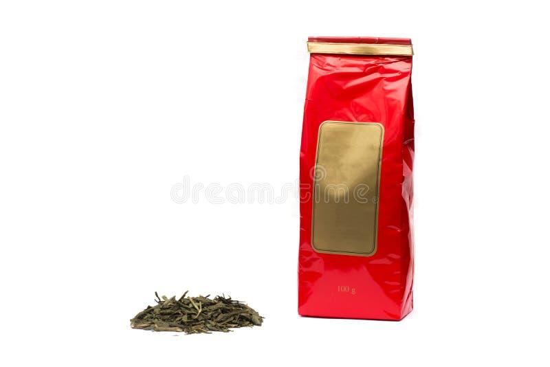 堆茶叶和绿茶包装在白色背景 免版税库存照片