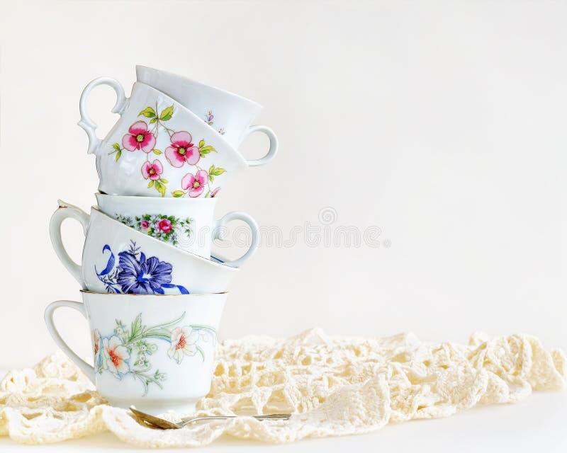 堆葡萄酒茶杯 免版税库存照片