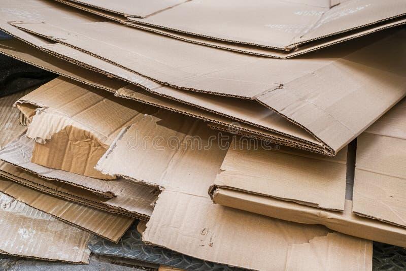堆被折叠的纸盒制盒用的纸板 免版税图库摄影