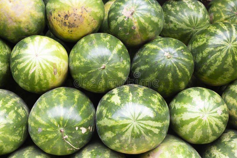 堆西瓜在市场上 免版税库存照片