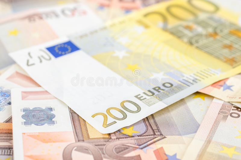 堆许多50欧洲和一200欧元钞票 库存照片