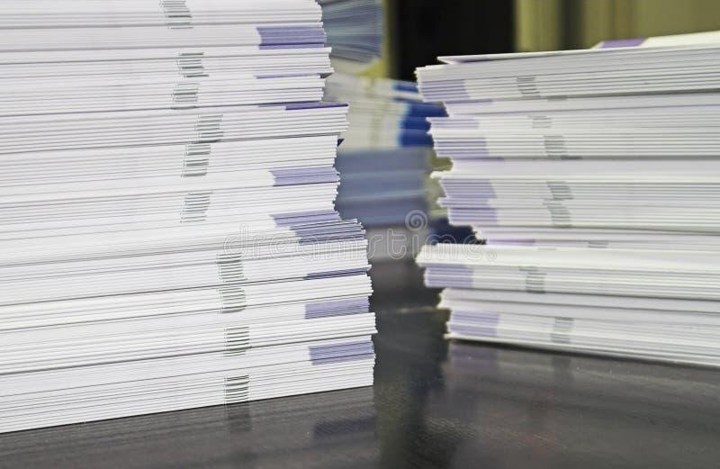 堆赠送品小册子 免版税库存图片