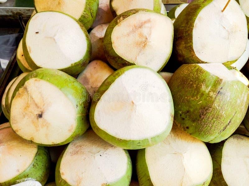 堆年轻椰子 免版税库存图片