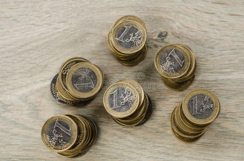 堆1欧元硬币 库存图片