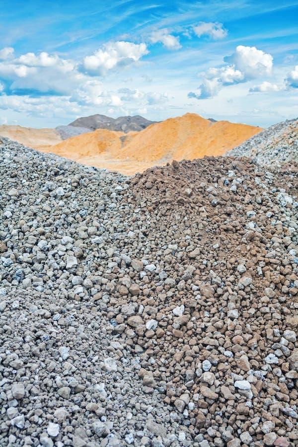 堆建筑沙子和石渣 库存图片