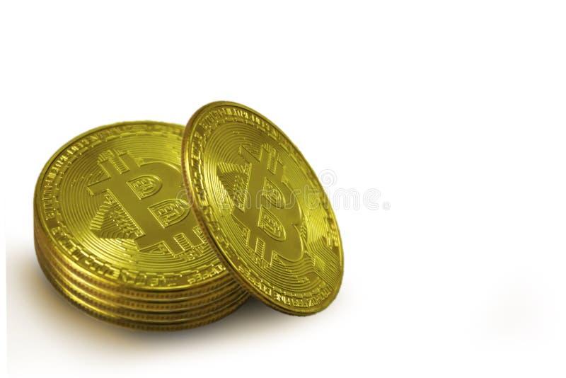 堆bitcoins金币在白色背景的 库存图片