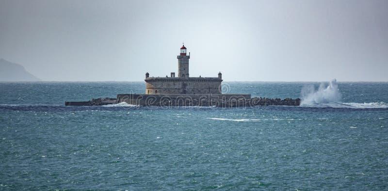 堡垒在有波浪打破的海洋 免版税库存照片
