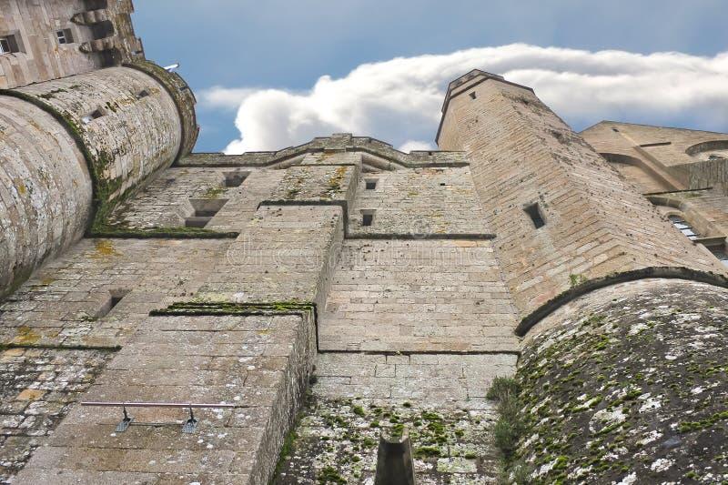 Download 堡垒墙壁 库存照片. 图片 包括有 遗产, 布琼布拉, 历史记录, 堡垒, mont, 房子, 目的地, 云彩 - 30331134