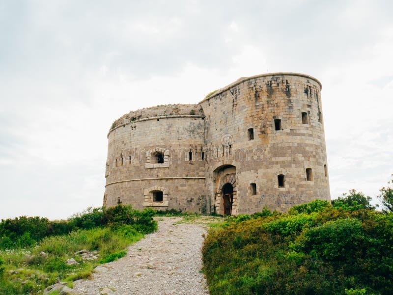 堡垒阿扎镇在黑山,在Mamula附近海岛在Adriat的 免版税库存照片
