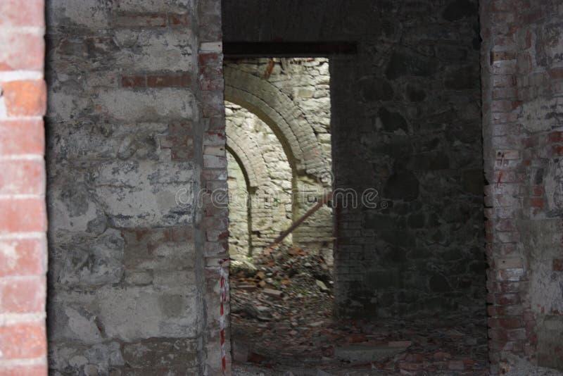 堡垒Bastione,19世纪军事堡垒,被放弃对自然忽视  困厄的石建筑里面 免版税库存图片