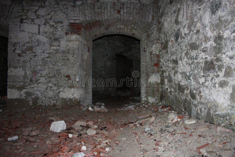 堡垒Bastione,19世纪军事堡垒,被放弃对自然忽视  困厄的石建筑里面 图库摄影