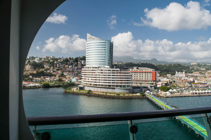 堡垒de法国马提尼克岛从游轮的港口视图 免版税库存图片