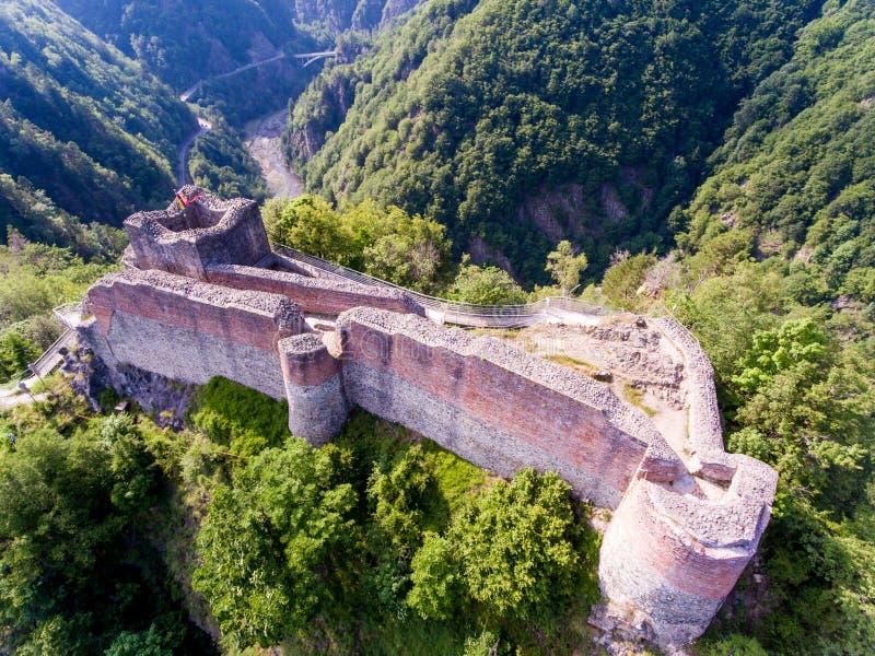 堡垒Poenari,罗马尼亚鸟瞰图  免版税库存照片