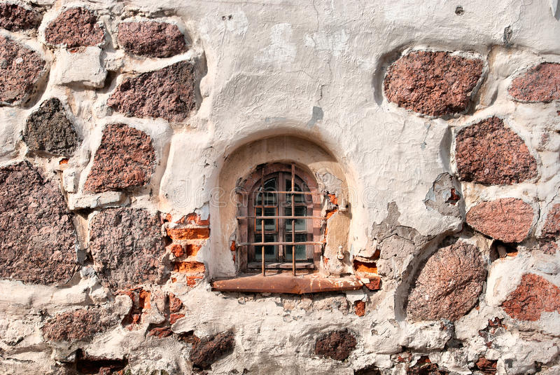维堡 俄国 墙壁和圣Hyacinthus最后教会的窗口  免版税图库摄影