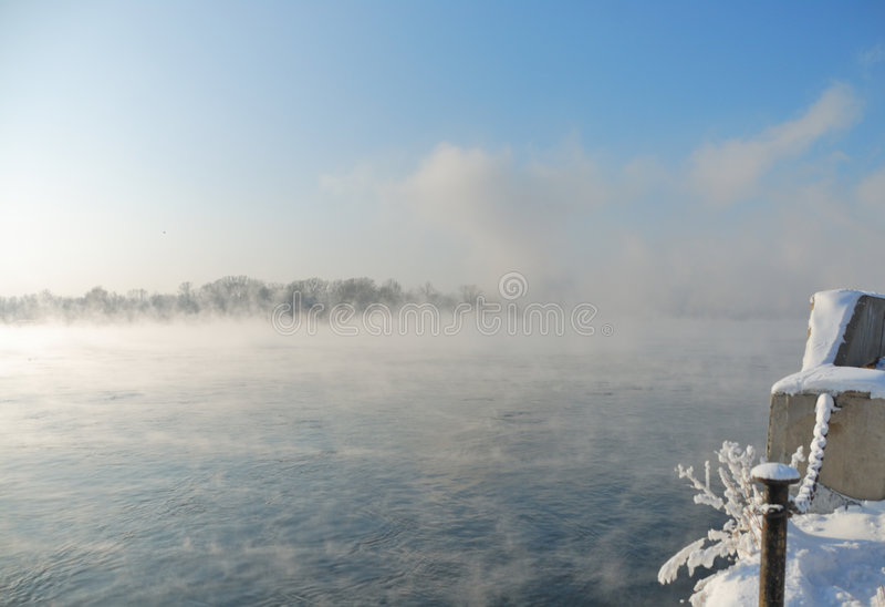 堤防冬天 免版税库存图片