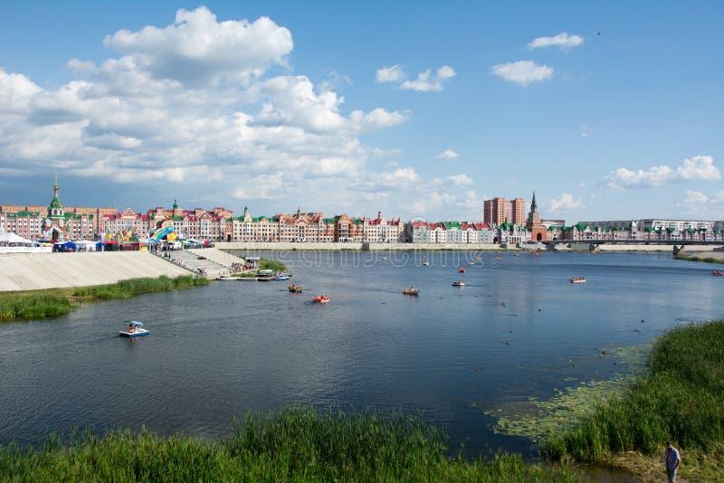 堤防在约什卡尔奥拉 俄罗斯,马里埃尔共和国共和国 图库摄影