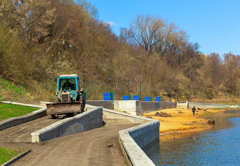 堤防清洁在奥廖尔州 图库摄影