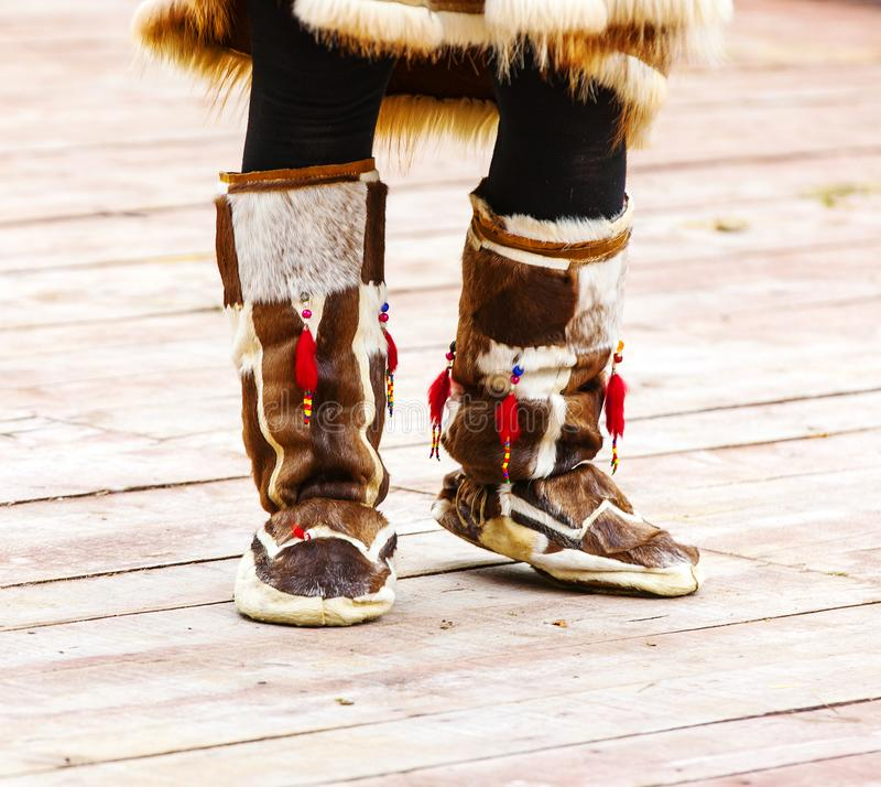 堪察加的当地人的冬天鞋子 免版税库存照片